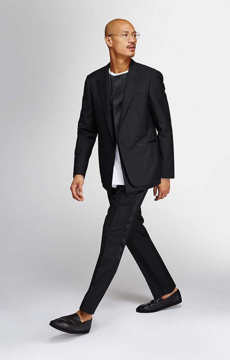 renfrew black singles Shop holt renfrew online for our selection of luxury designer products for men and women from tom ford, chantecaille, oribe, dior and more.