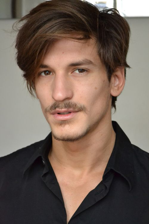 The 27-year old son of father (?) and mother(?), 186 cm tall Jarrod Scott in 2017 photo