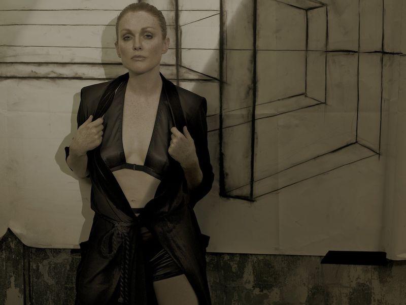 Julianne Moore (Vogue Italia) - 38.1KB