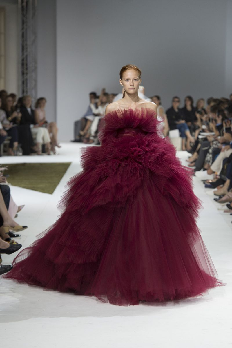 Giambattista valli haute couture fall 2016 show for Haute couture members