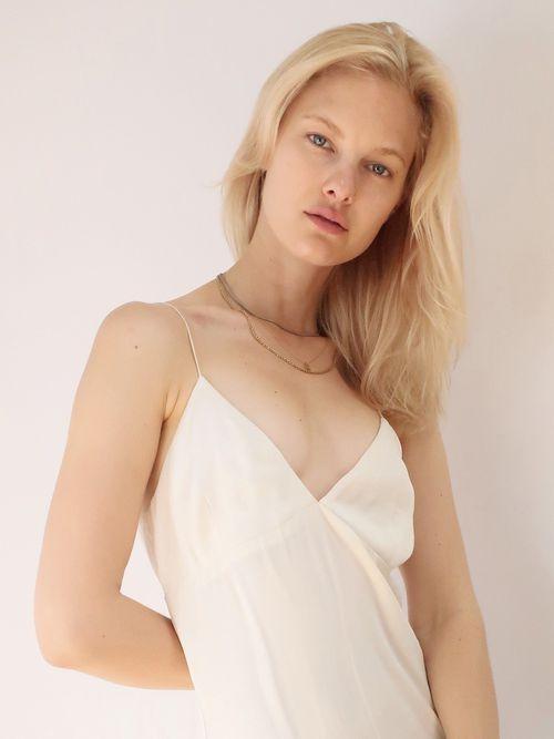 Hannah Holman Nude Photos 8