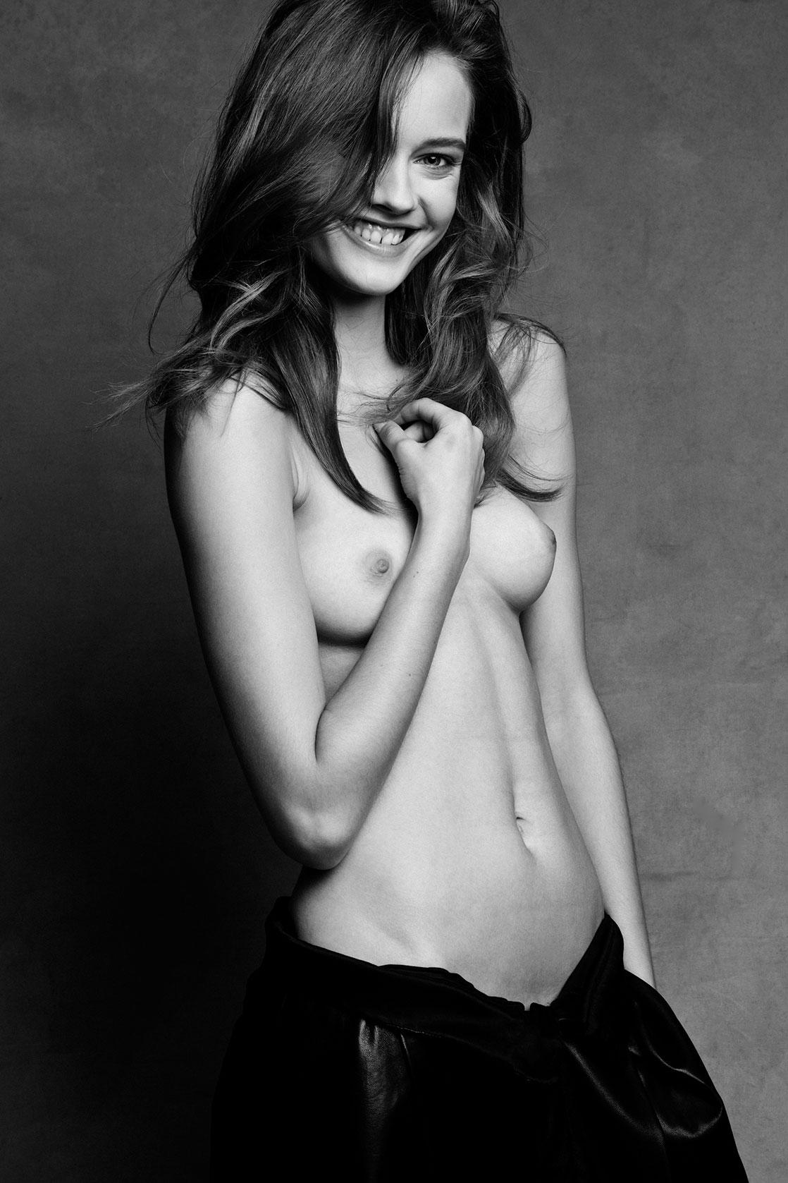 Nude Henrietta Horn 25