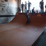The skaters show off their skillz.