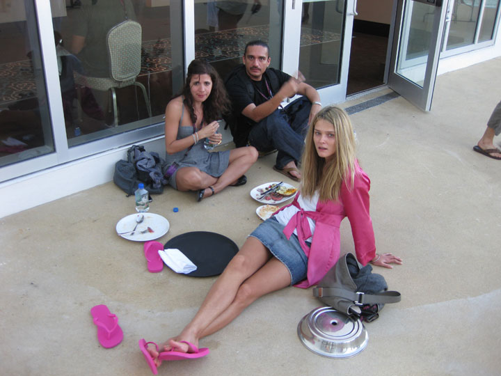 Carmen Kass kicks back her feet with agent Peter/Supreme and stylist Galy. (pic: Paulo)