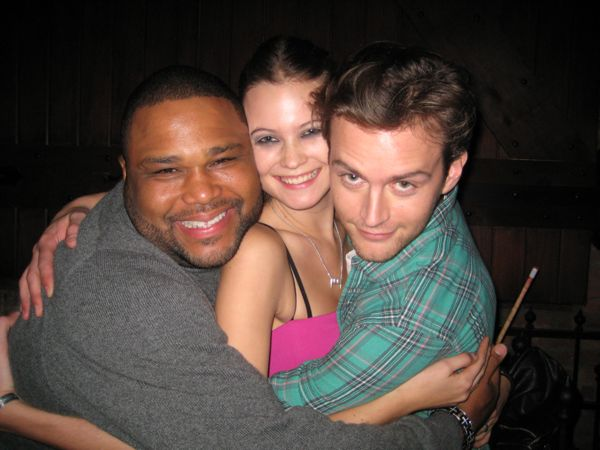 Actor Anthony Anderson and Jamie Strachan make a Behati sandwich