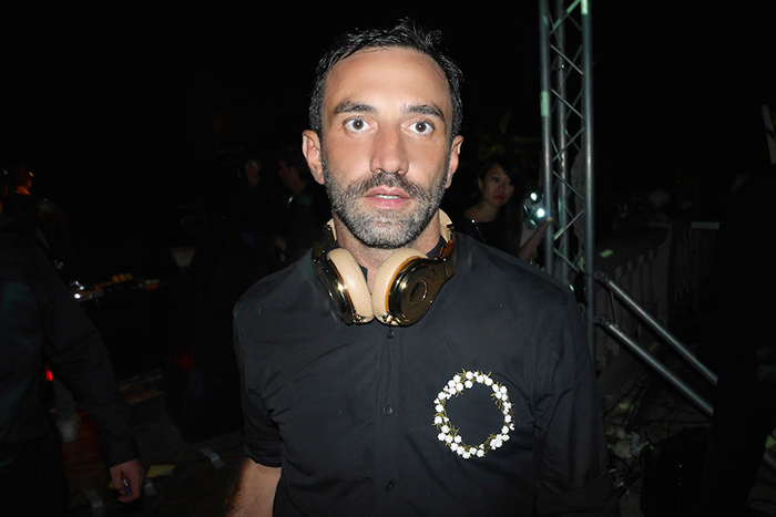Riccardo-Tisci-with-his-24ct-gold-Pro-headphones-gifted-by-Beats-by-Dre-1