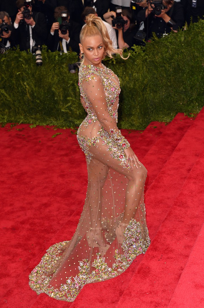 """NEW YORK, NY - MAY 04:  Beyonce attends the """"China: Through The Looking Glass"""" Costume Institute Benefit Gala at Metropolitan Museum of Art on May 4, 2015 in New York City.  (Photo by Karwai Tang/WireImage)"""