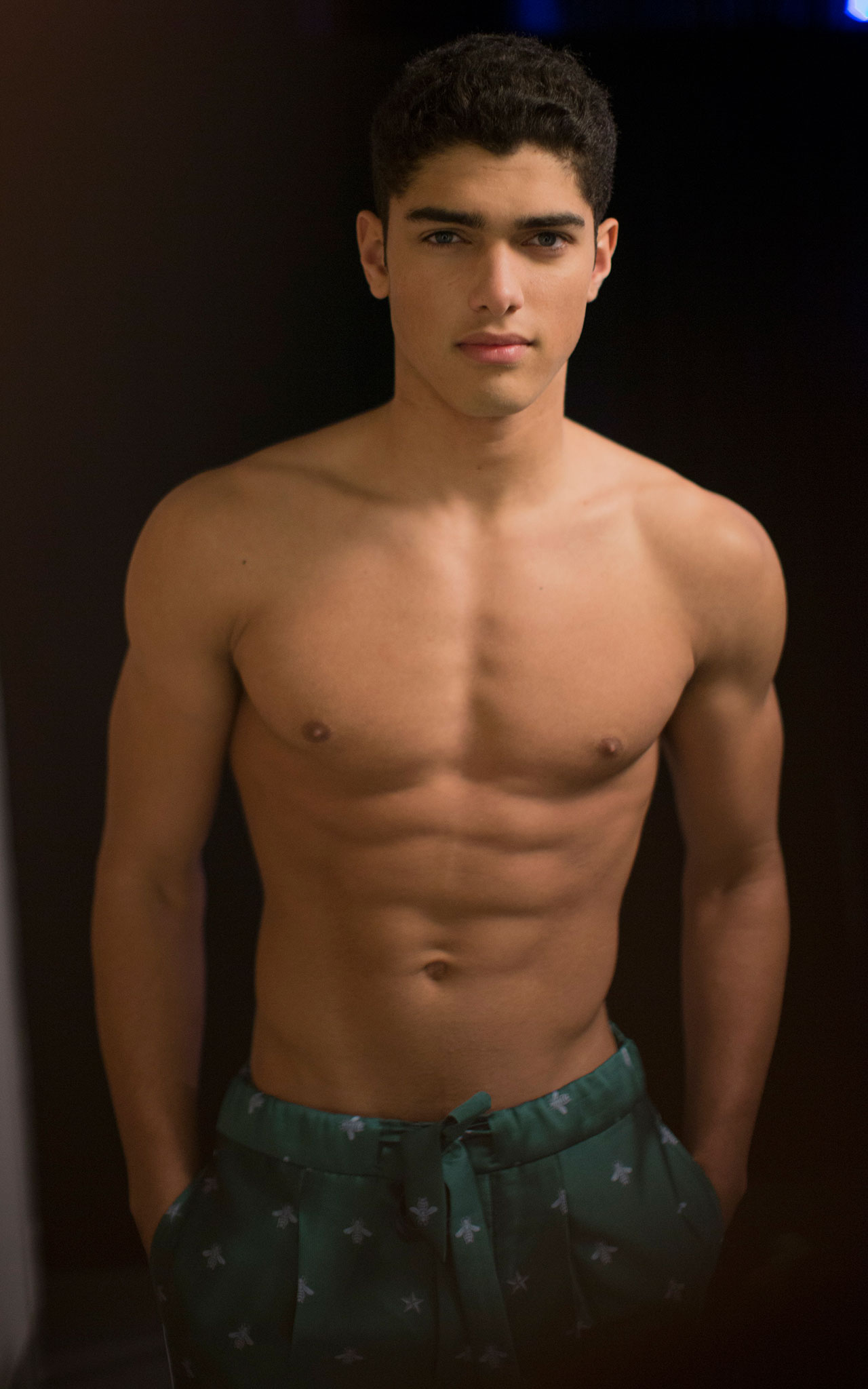 Taylor lautner shirtless Pictures - Home Facebook