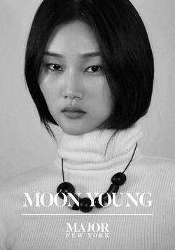 Moon Young   85361326