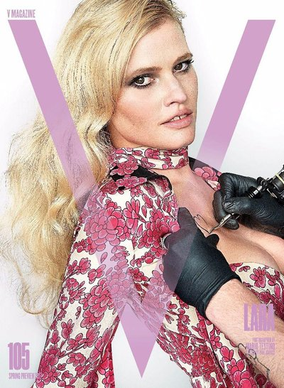 Lara Stone - Photo: Mario Testino for V Spring 2017